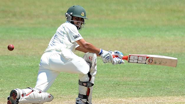 Mominul Haque scored a gutsy half-century for Bangladesh and got out in the last ball before Tea © AFP