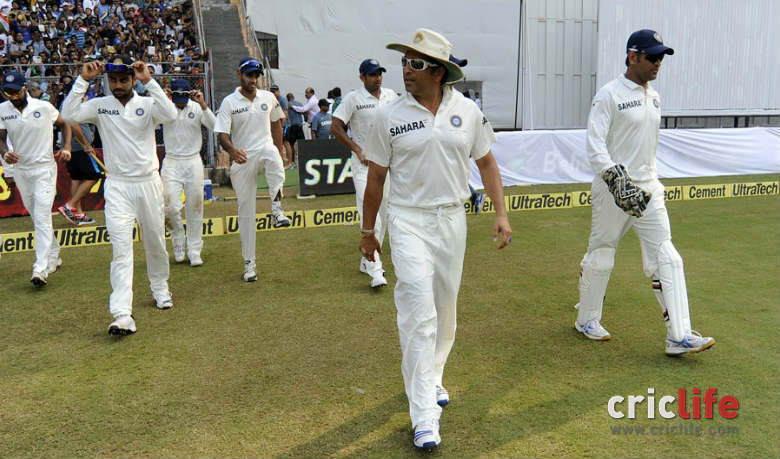 Sachin Tendulkar leads the team in to the field in his final Test.