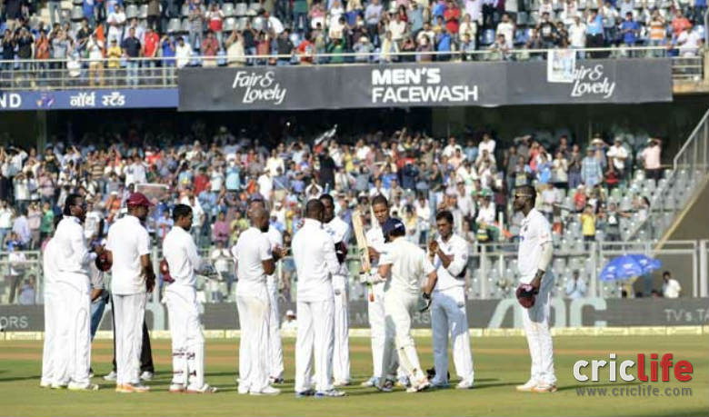 The West Indian team gave a guard of honour as the Little Master walked out to bat for one final time.
