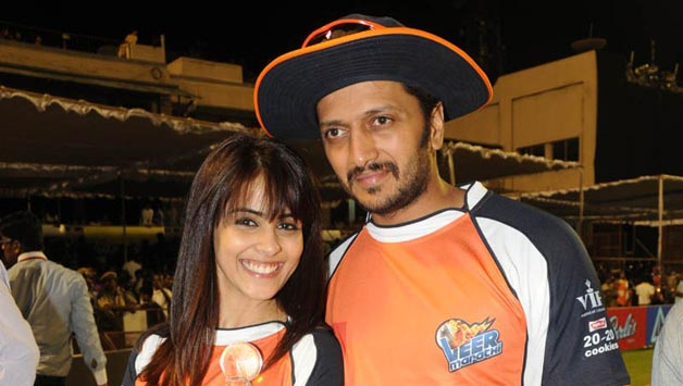Riteish Deshmukh (Right) is the skipper of Veer Marathi team of CCL © IANS