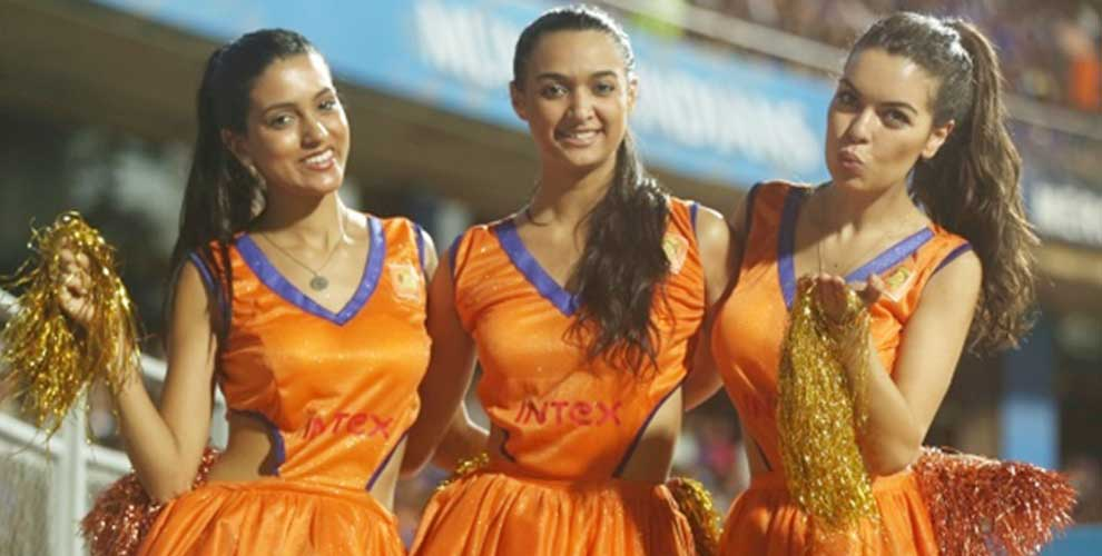 Hot and sexy cheerleaders of teams participating in IPL 2016