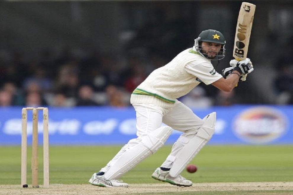 Most sixes off consecutive balls in Test Cricket
