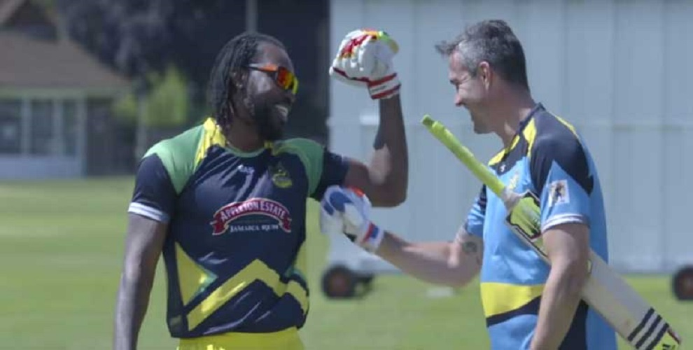 Chris Gayle or Kevin Pietersen Who can hit biggest sixes