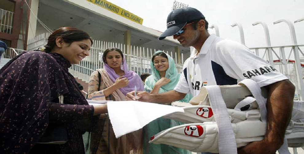 When a female fan refused to go to her home after meeting Rahul Dravid