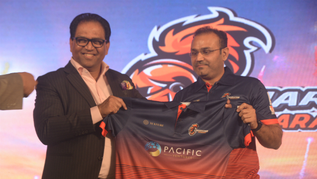 Virender Sehwag with one of the team owners during the launch of Maratha Arabians' jersey © Maratha Arabians