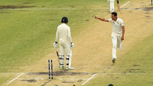 Mitchell Starc's (R) stunner got rid of James Vince    Getty Images