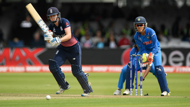 England Women's captain Heather Knight struck a 24-ball 42* © Getty Images