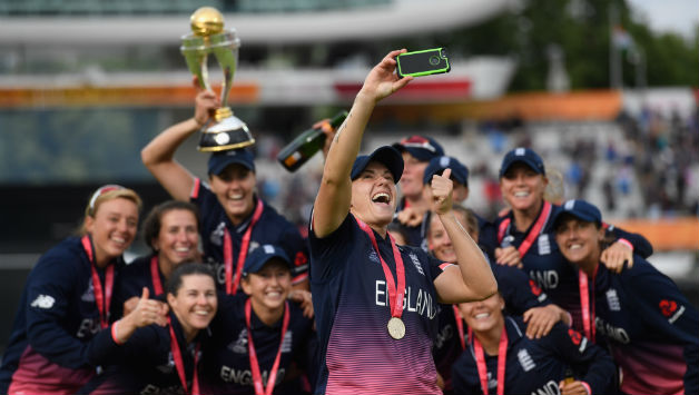England player Kathryn Brunt takes a selfie with the team after the ICC Women's World Cup 2017 Final © Getty Images