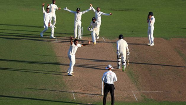 Adil Rashid and Stuart Broad hung around fora  whie combining for 50 runs for the ninth wicket