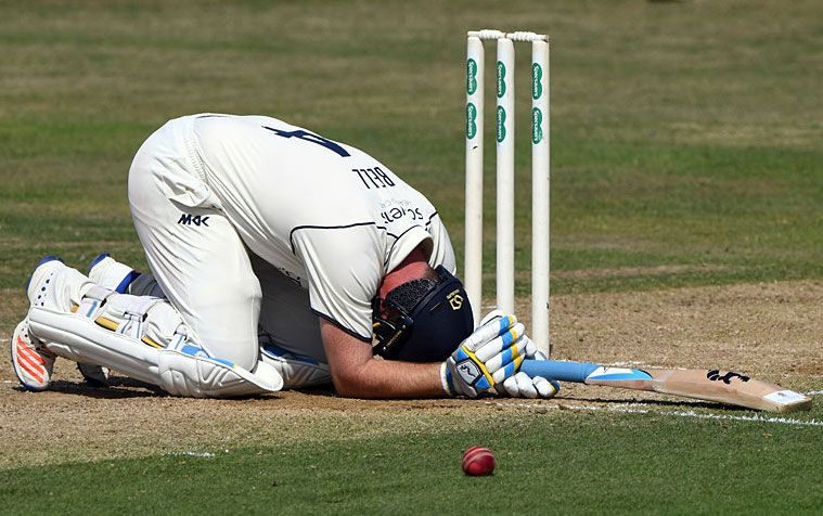County Championship: Ian Bell ruled out of Warwickshire's season with aggravation of foot injury
