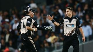 Trent Boult overshadows Hashim Amla as NZ restrict SA to 185/6 at Auckland