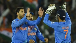 India restrict Australia to 160 for 6 in ICC T20 World Cup 2016 virtual quarter-final