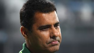 Inzamam backs Waqar to take over as Pakistan coach