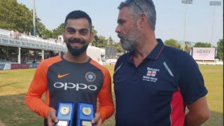 Virat Kohli receives 'International Player of the Year 2017-18' award from the Barmy Army
