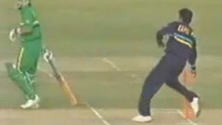 When Kapil Dev 'Mankaded' Peter Kirsten...and got hit on the shin for it
