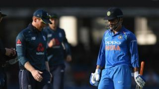 Twitter reacts at MS Dhoni's bizarre slow batting